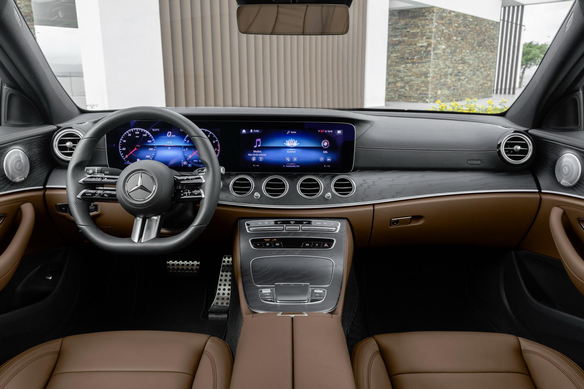 Mercedes E-class bản Coupe mui trần sẽ trang bị thiết kế vô-lăng mới